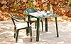 Ein weiterer Gartentisch