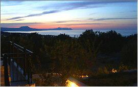 Prines: Blick auf Kap Drapanon und Halbinsel Akrotiri in der Abenddämmerung
